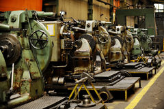 Detalj med maskineri inom gammal fabrik Fotografering för Bildbyråer