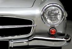 Detalj Mercedes för främre huvuddel royaltyfria bilder