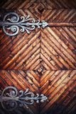 Detalj på gammal trädörr royaltyfria bilder