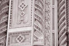 Detalj på kyrkan för fasadDoumo domkyrka, Florence Arkivfoto