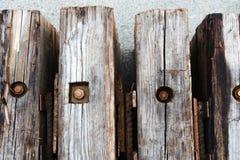 Detalj som är nära upp från ovannämnt på träsnitt med kopieringsspaceDetailsikt av träbråckbandet Arkivfoto