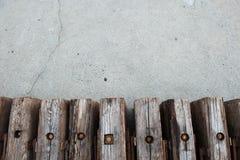 Detalj som är nära upp från ovannämnt på träsnitt med kopieringsspaceDetailsikt av träbråckbandet Arkivbild