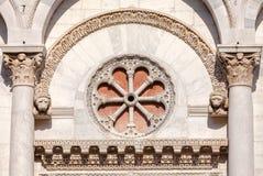 Detalj Tuscany Italien för San Michele in foro kyrkafasad Fotografering för Bildbyråer