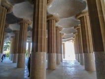 Detaljen av columsna parkerar in Guell i Barcelona arkivbilder