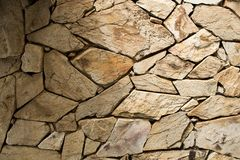 Detaljen av en stenvägg med olikt format av vaggar fotografering för bildbyråer
