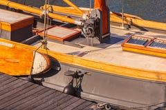 Detaljen av ett holländskt klassiskt trä seglar fartyget Arkivbild
