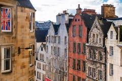 Detaljen av historiskt stenar byggnad i Edinburg arkivfoton