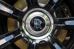 Detaljen av hjul- och bromssystemet av den i naturlig storlek lyxiga bilen Rolls Royce är spökskrivare (efter 2010) Royaltyfria Foton