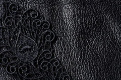 Detaljen av svart snör åt på läder arkivfoto