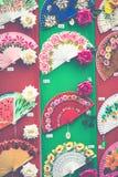 Detaljen av typisk spanjor fläktar i souvenir shoppar i Cordoba, och fotografering för bildbyråer
