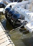 Detaljen på högt drev den lyxiga yachten för tre motorer synlig i palmahamnstad under den 50th Boatshow ganska lodlinjen arkivfoton