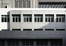 Detaljer av arkitektur utformar och att bygga de vita sidoväggarna Royaltyfri Fotografi