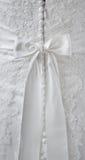 Detaljer av bröllopsklänningen Arkivbilder