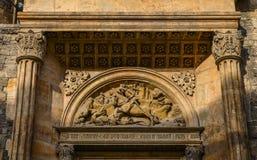 Detaljer av den forntida kyrkan i Prague, tjeck royaltyfri bild