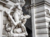 Detaljer av den Hofburg slotten i det Wien centret royaltyfria bilder