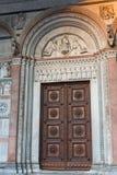 Detaljer av det romanska fasad- och klockatornet av St Martin Cathedral i Lucca, Tuscany Fotografering för Bildbyråer