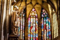 Detaljer av domkyrkan för ` s för St Vitus Prague tjeckisk republik arkivbilder