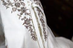 Detaljer av en bröllopsklänning Arkivfoto