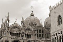 Detaljer av fasaden, San Marco Basilica Royaltyfria Foton