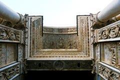 Detaljer av ingången av Certosa di Pavia Royaltyfri Fotografi