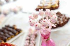 Detaljer av kakan poppar på ett bröllop Royaltyfria Bilder