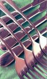 Detaljer av knivar och gafflar Arkivbild