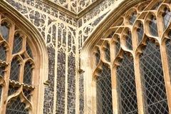 Detaljer av kyrkan av St Michael Coslany med anmärkningsvärd skärm av flinta och stenhuggeriarbetet för 15th århundrade dekorativ Royaltyfria Bilder