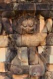Detaljer av Lejon-hövdade diagram i Angkor Thom Arkivbild