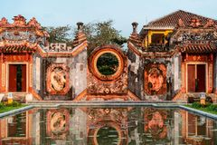 Detaljer av modertemplet Chua Ba Mu i Hoi An, Vietnam arkivfoton