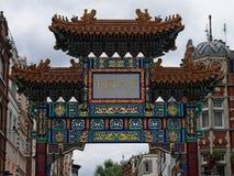 Detaljer av porten i kineskvarteret, London, UK royaltyfri bild
