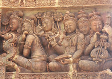 Detaljer av sandsten som snider på väggen av Angkor Wat Fotografering för Bildbyråer