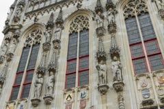 Detaljer av stadshuset, Stadhuis, Bruges Royaltyfria Bilder