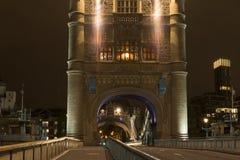 Detaljer av tornbron London på natten Arkivfoto