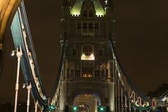 Detaljer av tornbron London på natten Arkivfoton