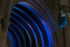 Detaljer av tornbron på natten i London Förenade kungariket Arkivbild