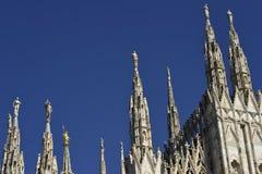 Detaljer av tornspirorna av den Milan domkyrkan Fotografering för Bildbyråer