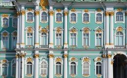 Detaljer av vinterslotten, St Petersburg Royaltyfria Bilder