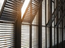 Detaljer för arkitektur för modell för fönsterram med belysning royaltyfri bild