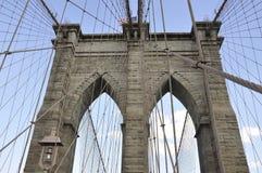 Detaljer för Brooklyn bro över East River av Manhattan från New York City i Förenta staterna royaltyfri foto