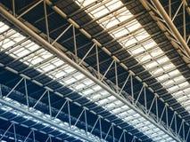 Detaljer f?r tak f?r arkitektur f?r struktur f?r st?lkonstruktionsbyggnad moderna arkivbilder