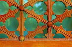 Detaljer för tappningträfönsterram royaltyfri bild