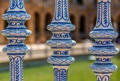 Detaljer från plazaen de Espana i Seville, Spanien royaltyfri foto