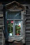 detaljer house det gammala lantliga fönstret Arkivbild
