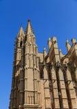 Detaljer på den massiva Mallorca kyrkan Royaltyfria Foton