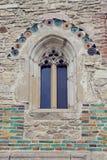 Detaljer på väggen och fönstret av den Neamt kloster i Moldavien, R Royaltyfria Foton