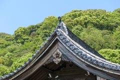 Detaljer som bygger taket som reflekterar härlig traditionell japansk arkitektur arkivfoto