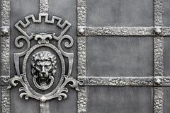 Detaljer, struktur och prydnader av den falska järnporten dekorativt arkivfoto