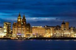 Detaljerad afton som skjutas av den Liverpool stadshorisonten Fotografering för Bildbyråer