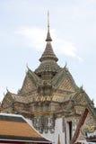 Detaljerad arkitektur inom templet av att vila Buddhaområde Royaltyfri Bild