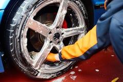 Detaljerad biltvätt Arkivbild